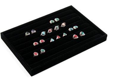 Display Ringen Bak Fluweel Afmeting: 70cm x 40cm